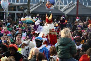 Sint en Piet bezoeken de markt @ Plein Nijkerk